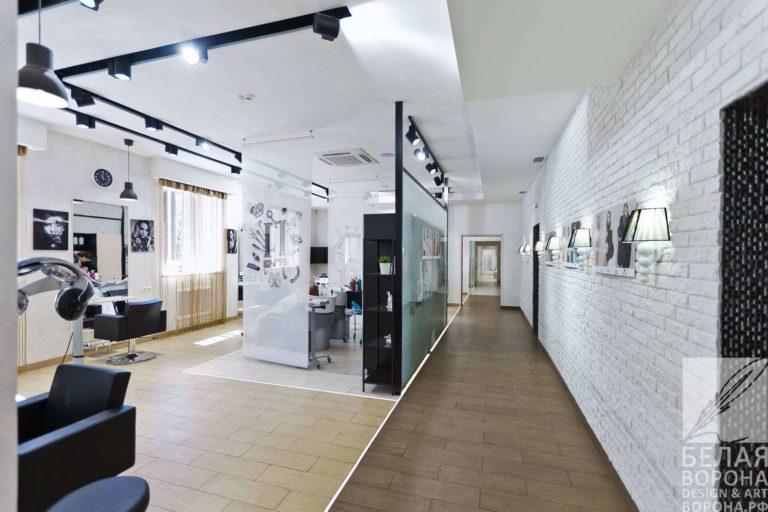 Интерьер коридора коммерческого помещения в светлых тонах с применением цветового контраста