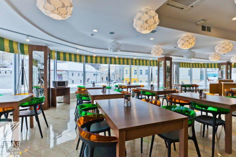 Зал ресторана самообслуживания в светлой гамме