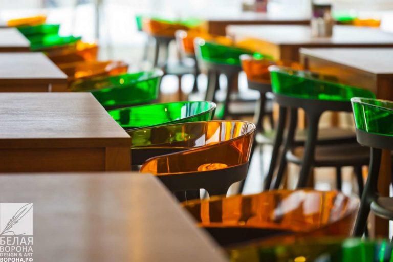 Лёгкая и удобная мебель в дизайн-проекте ресторана самообслуживания
