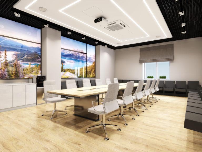 дизайн офисного помещения с панорамными окнами