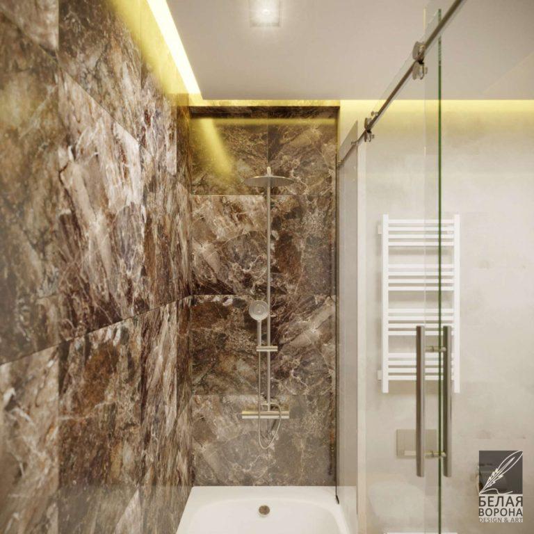 Светлая ванная комната со стеклянной перегородкой и плиткой с имитацией мрамора в современном дизайне интерьера