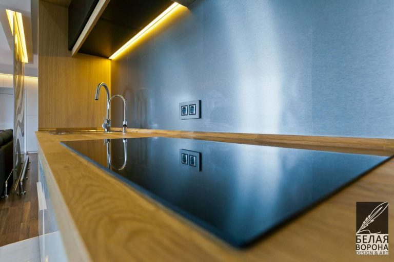 Плита и раковина в дизайнерском интерьере