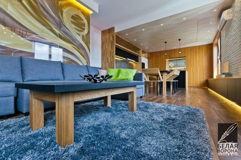 Декоративный элемент в дизайнерском интерьере разделяющий пространство