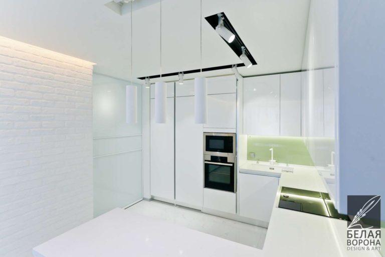 дизайн интерьер просторной квартиры в стиле хай-тек в светлых тонах