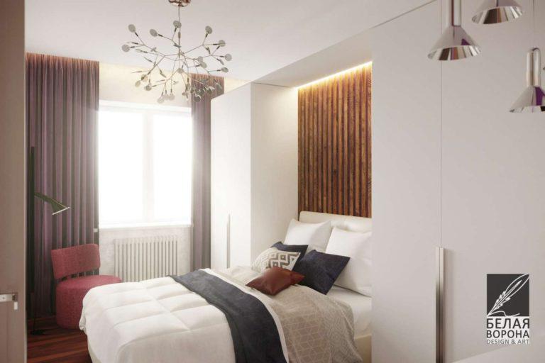 Спальня в светлых тонах с яркими цветовыми акцентами и элементами из дерева в отделке