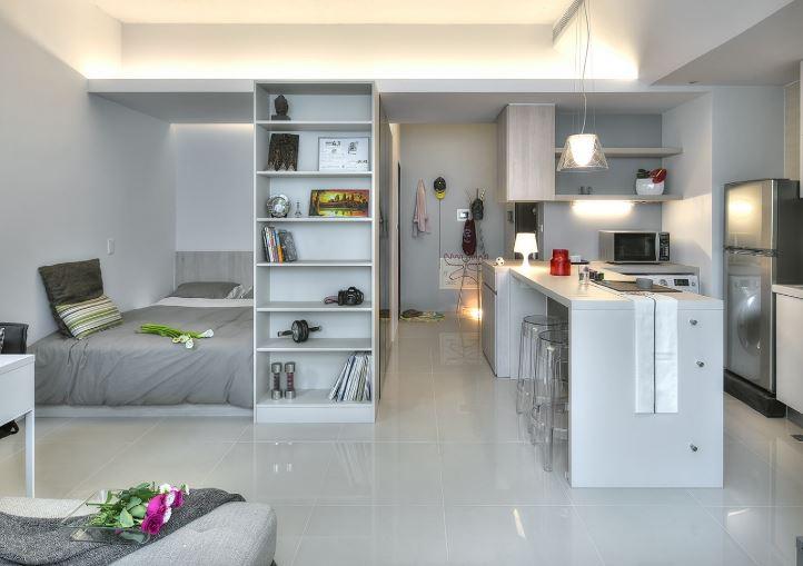 Напольное покрытие в кухне помогло расширить пространство