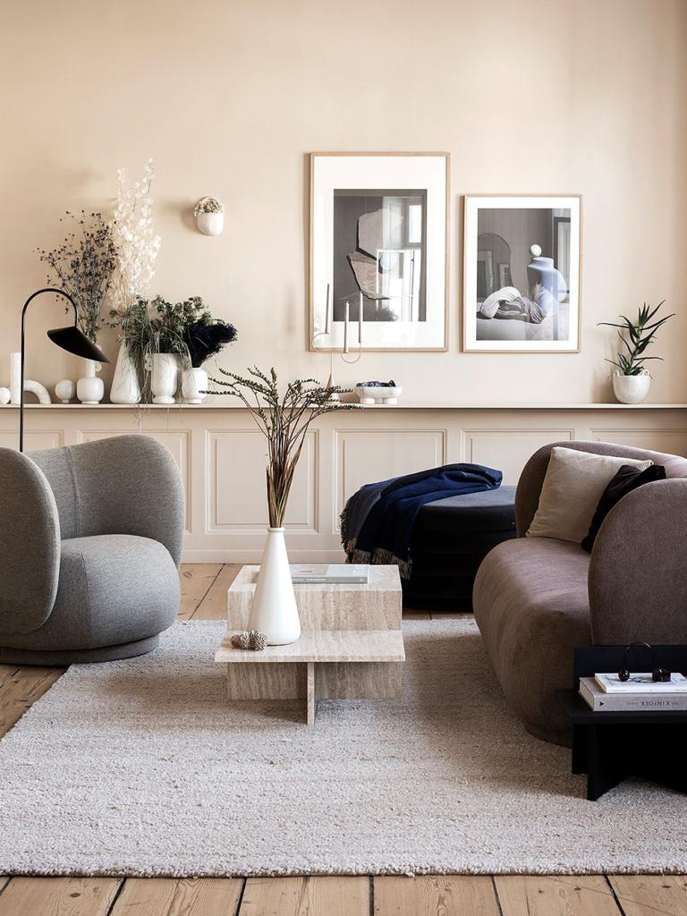 Земляной песчаник. цвета осени 2020 в интерьере гостиной