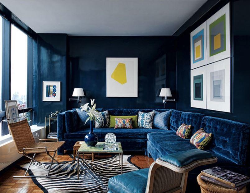 Синий цвет как основной. Нейтральные цвета в отделке гостиной