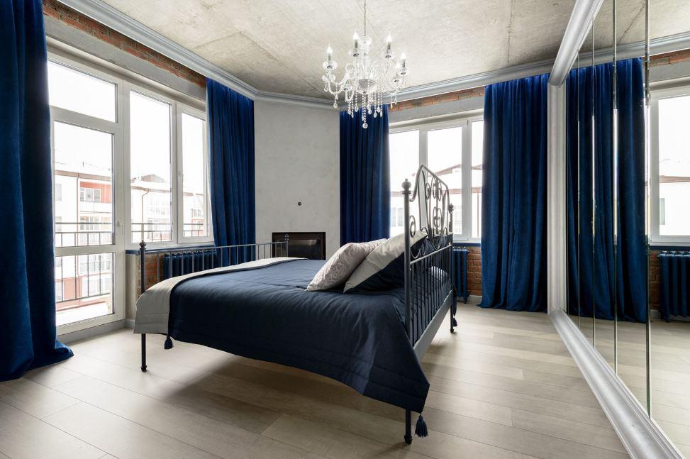 Синий цвет как нейтральный в отделке спальни