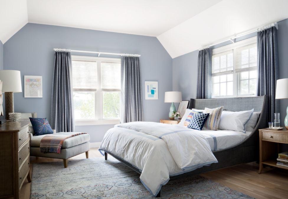 Холодный нейтральный серый оттенок в отделке стен спальни
