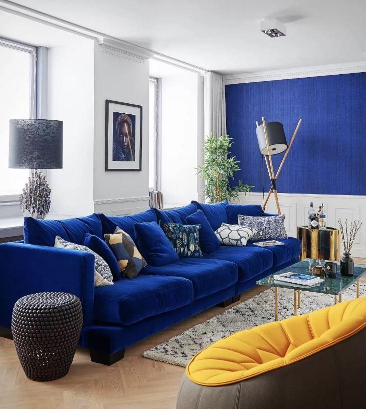 Цвета осени 2020. Синий цвет в интерьере гостиной
