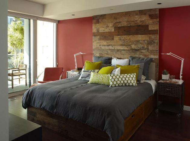 Яркие цвето в современном интерьере спальни