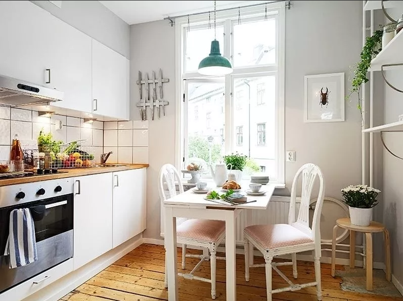Обустройство небольшой кухни. Закрытые пространства для хранения вещей.