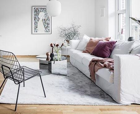 Яркий текстиль и белый интерьер- прекрасное современное сочетание