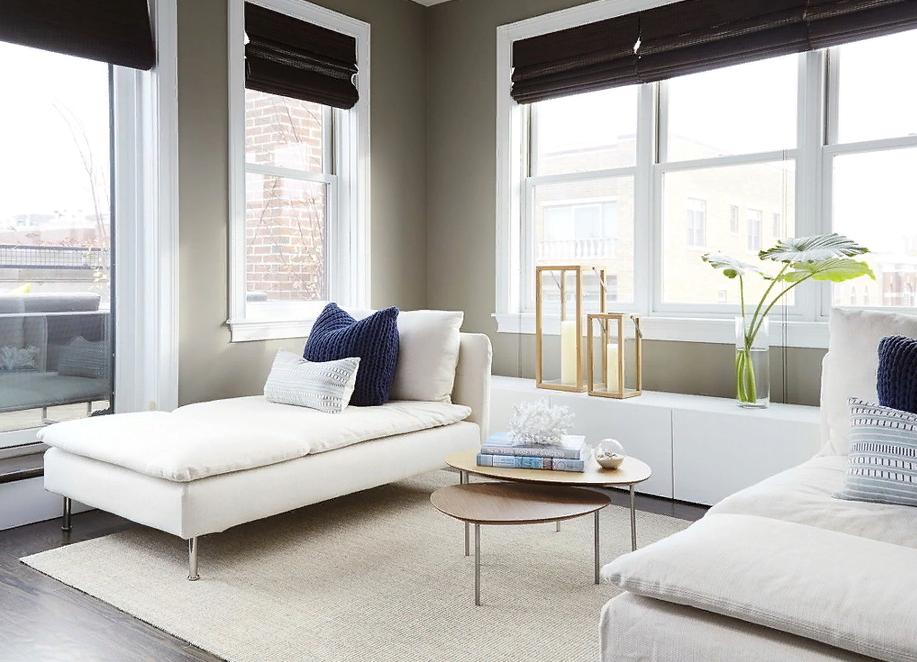интерьер просторной светлой спальни, стиль минимализм.