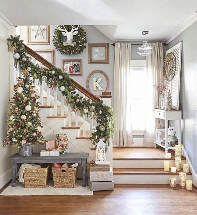 Стильное украшение лестницы, современный интерьер