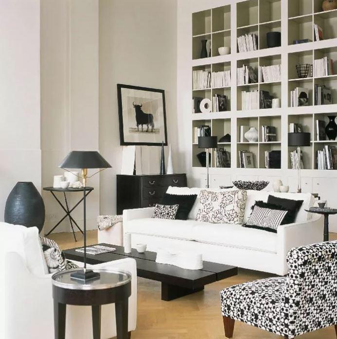 Контрастные цвета в гостиной, белый цвет в интерьере