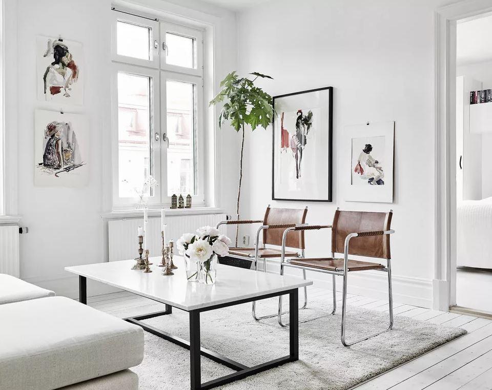 Декор стен в интерьере доминирует белый цвет