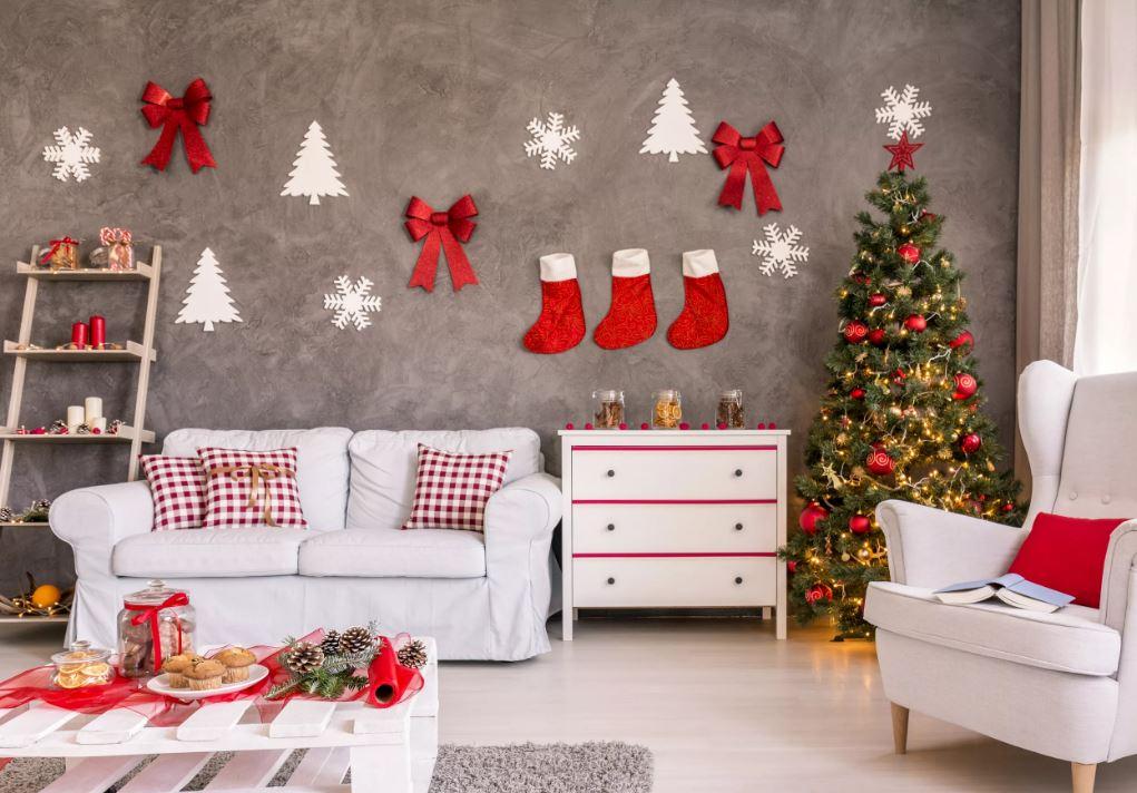 Украшения на стену на новый год. стильный современный интерьер в новогоднем декоре