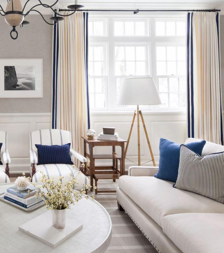 Белый цвет мебели в интерьере. Просторное помещение