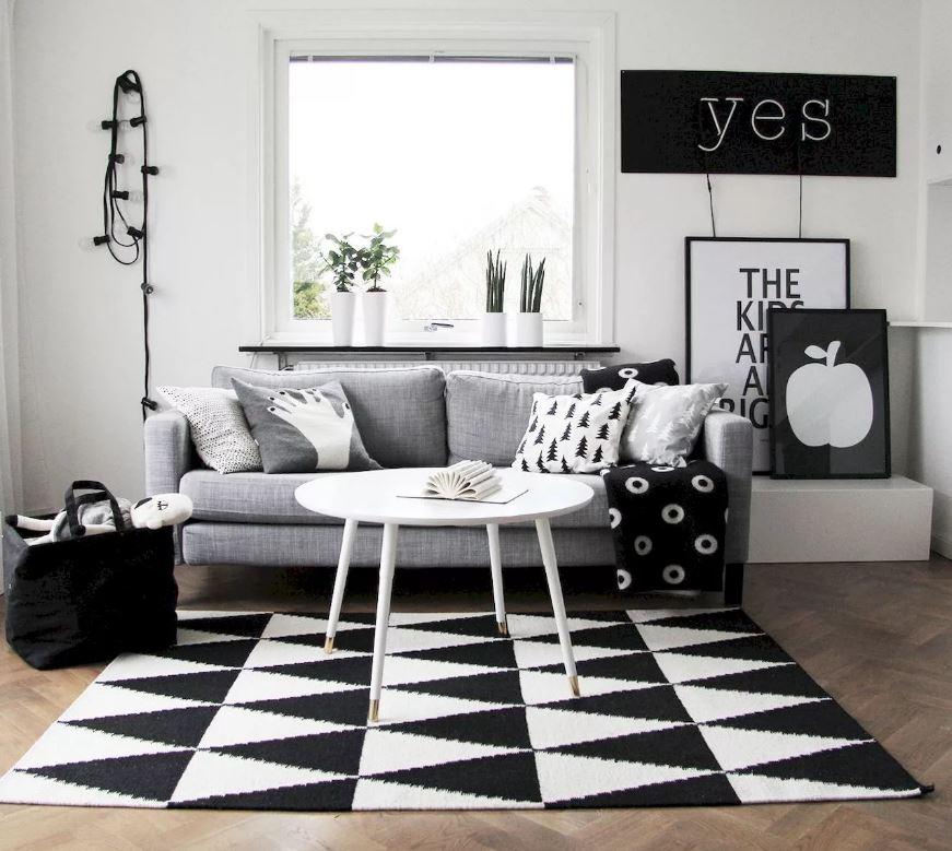Интересный ковёр с геометричным орнаментом в интерьере.