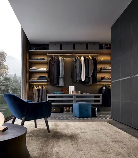пример стильной гардеробной комнаты в современном интерьере