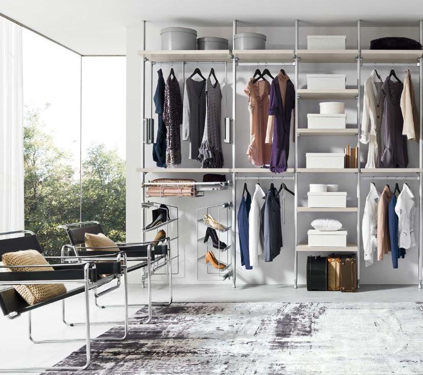 Расположение гардеробной комнаты в современном интерьере