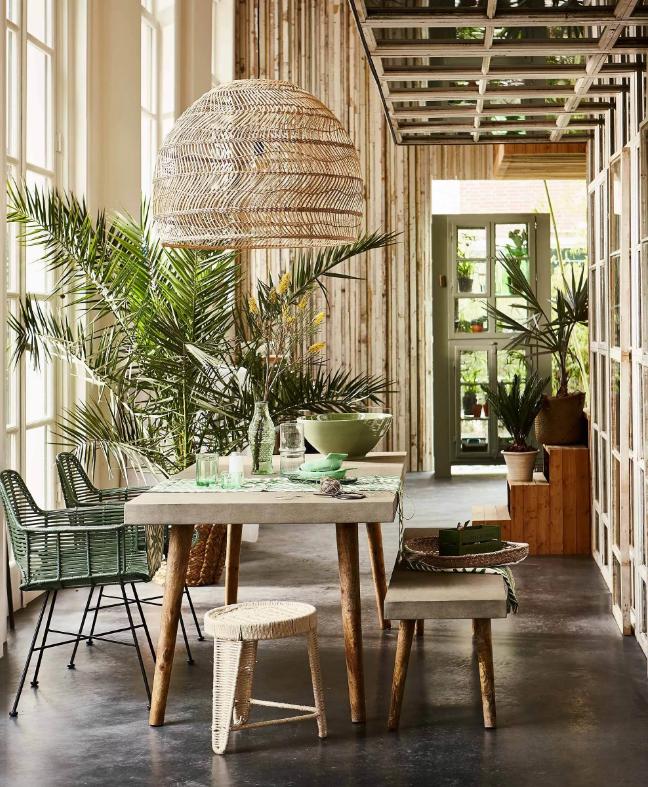 экологичные элементы в интерьере столовой зоны, стильное сочетание материалов